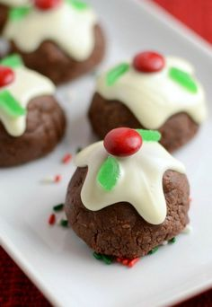 pretty christmas cookies Weihnachtspltzchen Caramel-filled Chocolate Bon Bon cookies - a pretty and decadent Christmas cookie! Best Holiday Cookies, Holiday Cookie Recipes, Xmas Cookies, Cookie Desserts, Holiday Desserts, Holiday Baking, Dessert Recipes, Chip Cookies, Xmas Food
