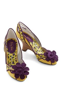 1940s Womens Shoes. Adorable purple and yellow vintage inspired shoes. $69.99 #pinup #1940sfashion #retro #shoes