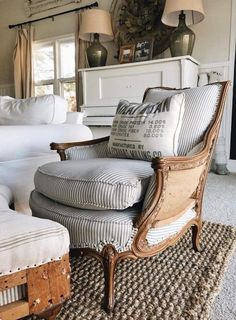 55 Incredible Farmhouse Living Room Sofa Design Ideas And Decor. Read Also: 60 Beautiful Farmhouse TV Stand Design Ideas And Decor. Living Room Sofa Design, Living Room Decor, Living Rooms, Poltrona Vintage, The Found Cottage, Muebles Shabby Chic, Old Chairs, Dining Chairs, Antique Chairs