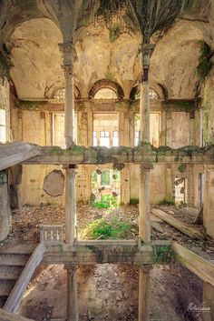 One of my dreams someday, is to go to abandoned places to take photographs Old Buildings, Abandoned Buildings, Abandoned Places, Abandoned Castles, Haunted Places, Beautiful Architecture, Beautiful Buildings, Beautiful Places, Beautiful Ruins