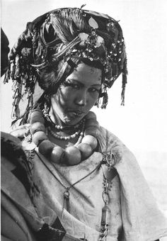 Africa | Femme des Aït Khalifa (Aït Seghrouchen du Sud). | Photo M. Morin-Barde.