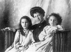 Grand Duchess Marie Georgievna with her daughters, Princesses Nina and Xenia