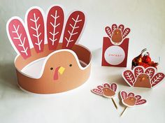 Add these turkey printables to the kids table this Thanksgiving.