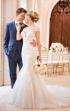 Mermaid Wedding Dress with Modern Keyhole Back – Stella York Wedding Dresses Looking for something a little vintage? This lace mermaid wedding dress with cap sleeves by Stella York is the perfect mix of modern-meets-vintage. Western Wedding Dresses, Classic Wedding Dress, Princess Wedding Dresses, Petite Wedding Dresses, Bridal Gowns, Wedding Gowns, Lace Wedding, Wedding Picture Poses, Lace Mermaid Wedding Dress