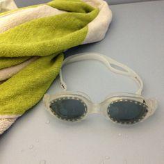 Håndkleet og mine nye svømmebriller i garderoben