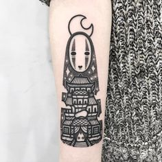No Face from Spirited Away tattoo by Hugo-tattooer Tribal Tattoos, Tattoos Skull, Anime Tattoos, Body Art Tattoos, Tattoo Drawings, Wing Tattoos, Zodiac Tattoos, Tatoos, Sleeve Tattoos