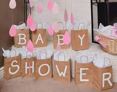 Nube y gotas de lluvia, es una gran addision para un baby shower or una despedida de soltera. Lo puede colocar cenca de los premios para los juegos o cerca de la zona de regalos. -12 globos (su color de elección) - cada globo es 12 - 7 collares de gotas de lluvia (su color de elección en ombre) - cada guirnalda oscila entre 4 y 6 pies largo