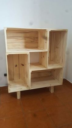 ideas DIY bookcase palette ideas DIY bookcase pallet bathroom amazing DIY bookshelf ideas with plans that you can easily ideas for simple DIY bookshelves that you can build at home - Diy Bookshelf Design, Bookshelf Ideas, Bookshelf Closet, Palette Bookshelf, Palette Shelf, Wood Bookshelves, Bedroom Storage For Small Rooms, Bathroom Storage, Bathroom Closet