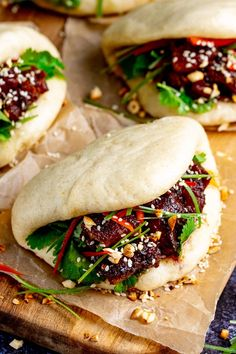 Gua Bao - fluffy Bao buns stuffed with tender sticky pork belly. I'll show you how to make it from scratch, in my step-by-step recipe. Pork Belly Bao, Pork Belly Slices, Pork Recipes, Asian Recipes, Cooking Recipes, Hawaiian Recipes, Easy Pork Belly Recipes, Lunch Recipes, Healthy Recipes