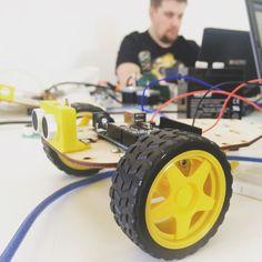 Robot zaczyna wygladać;) pierwszy dzień pracy już prawie skończony!;) #fablabt #fablab #zrobtosam #diy #arduino #robot #programowanie #c #c #coding #gdynia #trotec #3dprinting #lasercut by fablabt