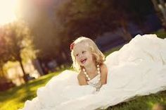 Daughter in mom's wedding dress - Pesquisa Google