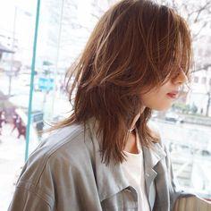 Asian Short Hair, Short Hair With Bangs, Hairstyles With Bangs, Pretty Hairstyles, Short Hair Korea, Hair Bangs, Medium Hair Cuts, Medium Hair Styles, Long Hair Styles