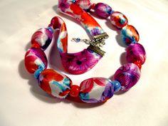 """Náhrdelník """"Letní květy"""" Pestrobarevný náhrdelník z hedvábné latky a velkých korálků. Idealní doplněk pro letní šaty. Náramek """"Letní květy"""" Délka = 53 + 2, 5 cm"""