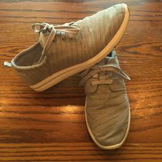TOMS Del Rey Sneakers Worn a few times, great condition. If you have any questions just ask. Priced to sell. TOMS Shoes