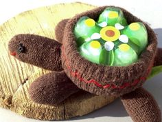 01_Schildkroete_Upcycling - cute turtle from recylced glove and soda bottle