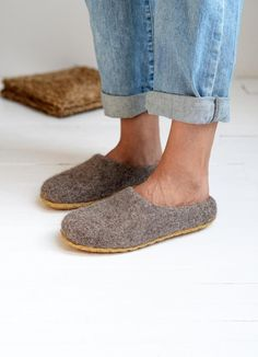 Natural cappuccino color wool slippers made from natural, unprocessed sheep wool. This wool is natural, not colored only washed and carded. Healthy material for any feet. Click here to find more color option. #feltedslippers #cozyliving #slippers #womenfashion Kids Slippers, Felted Slippers, Womens Slippers, Felt Shoes, Natural Latex, Christmas Gifts For Women, Soft Sculpture, Gift For Lover, Suede Leather