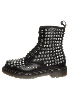 Dr. Martens - CORE - studded black boots