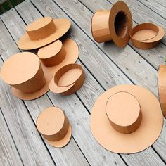 How to make cardboard hats. The instructions are in French, but I get the idea. Barbie Clothes, Barbie Dolls, Mad Hatter Diy Costume, Diy For Kids, Crafts For Kids, Barbie Patterns, Christmas Costumes, Diy Doll, Doll Accessories