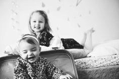 #photographie #photography #famille #soeur #decor #deco #vintage #domicile #manon #debeurme #photographe #photographer Manon, Decoration, Couple Photos, Couples, Face, Vintage, Photography, Decor, Couple Shots