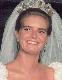 Mirta Marquez de Baviera, hija del Marques de Castro y su tiara de esmeraldas , en el dia de su Boda