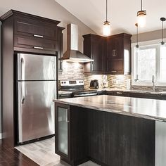 That's the kitchen island I'm going for. Kitchen World, New Kitchen, Kitchen Decor, Kitchen Ideas, Kitchen Cupboard Handles, Kitchen Pantry Storage, Kitchen Backsplash, Kitchen Cabinets, Kitchen Island