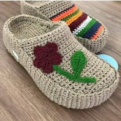 - zapatos tejidos amano Source by damenhausschuhegunstig tejidos Crochet Slipper Boots, Crochet Sandals, Knitted Slippers, Crochet Baby Booties, Crochet Slippers, Diy Crafts Crochet, Crochet Projects, Crochet Slipper Pattern, Crochet Patterns