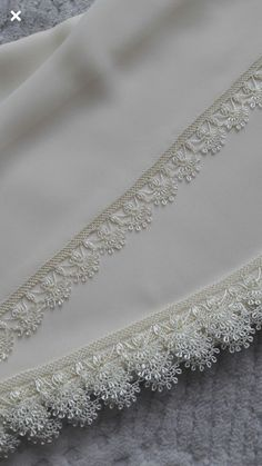 Beautiful White Prayer Cloth Needlework Lace Models From Each Other - Knitting Filet Crochet, Crochet Lace Edging, Crochet Borders, Baby Knitting Patterns, Knitting Stitches, Embroidery Patterns, Hand Embroidery, Beauty Hacks That Work, Craft Ideas