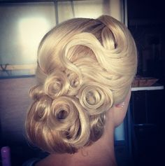 Vintage Hairstyles Updo 40 Winter Wedding Hair Ideas That Are Positively Swoon-Worthy - Fall brides, we're going to let you in on a secret. Don't tell any of your other married or engaged friends, but you picked the best season for your wedding. Fall Wedding Hairstyles, Dance Hairstyles, Retro Hairstyles, Bridal Hairstyles, Hairstyles Haircuts, Wedding Hair And Makeup, Hair Makeup, Wedding Updo, Prom Updo