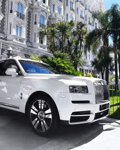 Luxury Exotic Super Muscle Best Popular Fast Cars every day! Luxury world cars central like the GOD! Best Luxury Cars, Luxury Suv, Luxury Travel, Exotic Sports Cars, Exotic Cars, Suv Range Rover, Rolls Royce Suv, Rolls Royce Cullinan, Amazing Cars