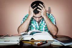 Für die Prüfungsphase wollen Studenten in Bestform sein, doch was hilft dem Leistungsvermögen wirklich auf die Sprünge?