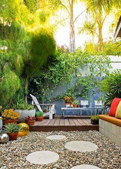 Un petit patio aménagé comme un jardin - Marie Claire Maison