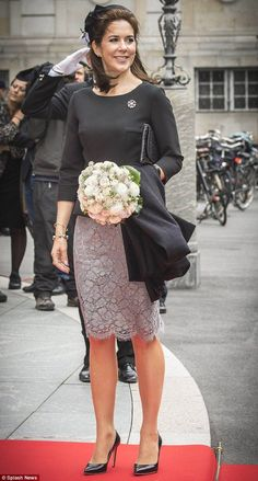 Queen Letizia, Princess Beatrice, Queen Rania, Princess Mary: a gallery of the week's best royal style - Foto 5 Crown Princess Mary, Princess Beatrice, Crown Princess Victoria, Princesa Mary, Princesa Real, Queen Rania, Queen Letizia, Mary Donaldson, Style Royal