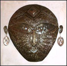 Ethnic mask designs in Haitian metal art - Steel drum wall decor. Metal Wall Sculpture, Steel Sculpture, Sculpture Garden, Drums Art, Haitian Art, Metal Drum, Metal Embossing, Caribbean Art, Metal Yard Art