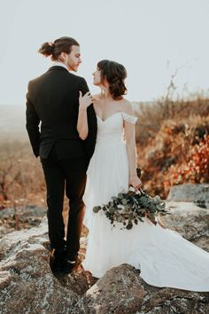 Enjoy the rose gold accents, blush and white roses, and stunning view of Arkansas in this gorgeous wedding inspiration at Petit Jean State Park.
