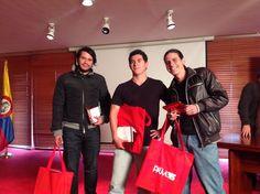 Después de la explicación de ideas, los 3 grupos seleccionados reciben la premiación por parte de la Revista P&M IED Agencia Master Mundi Colombia Ago Publicidad y la Universidad Central