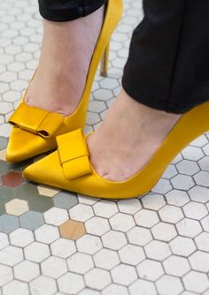 ZARA YELLOW SATIN BOW COURT SHOES  (http://www.zara.com/us/en/woman/shoes/high-heels/silk-satin-high-heel-court-shoe-c269195p1451662.html)
