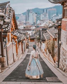 No doubt that visiting Bukchon Hanok Village is one of the top things to do in Seoul. Seoul Photography, South Korea Photography, Travel Photography Tumblr, Photography Beach, Photography Aesthetic, Coffee Photography, Photography Ideas, Seoul Korea Travel, South Korea Seoul