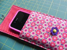 How to make phone pouch step by step mobile pouch making tutorial cell phone pouch sewing pattern. How to make phone pouch step by step mobile pouch making tutorial cell phone pouch sewing pattern We have lots of free tutorials to help you start your T Mobile Phones, Mobile Phone Cases, Iphone Phone Cases, Phone Gif, Phone Covers, Cell Phone Pouch, Diy Phone Case, Cellphone Case, Phone Holder Diy