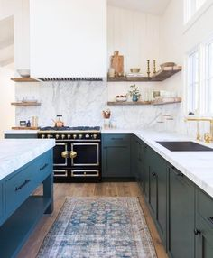 "820 Likes, 11 Comments - L o o m + K i l n (@loomandkiln) on Instagram: ""A little kitchen inspiration from (of course ) @amberinteriors"""