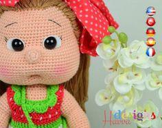 Crochet patrones - Mia muñeca con vestido de fresa (muñeca Amigurumi)