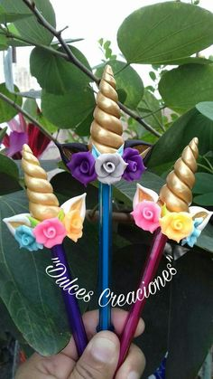 Unicorn Fofulapiz inspiration * no instructions available Foam Crafts, Diy And Crafts, Unicorn Crafts, Unicorn Diys, Ideas Para Fiestas, Pasta Flexible, Unicorn Birthday Parties, Diy Clay, Clay Charms