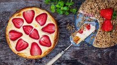 Zdravý tvarožník: jahodový koláč s drobenkou, tvarohem a vločkami