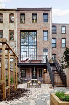 Brownstone De Brooklyn, Brooklyn House, New York Townhouse, Townhouse Exterior, Townhouse Designs, Industrial House, Exterior Design, Modern Architecture, House Styles