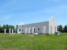 A modern-minimal Texas hill-country farmhouse, constructed with autoclaved-aerated concrete (AAC) block.