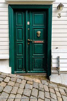 Door with cobbles   Wooden door with acobbles on steep footp…   Flickr