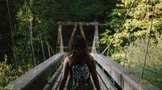 A ponte Crybaby Várias pontes nos Estados Unidos têm o apelido de Crybaby (choro de bebê). De acordo com diversas lendas, elas são chamadas assim porque crianças morreram ou foram assassinadas nelas. As pessoas dizem que, se você parar para ouvir com atenção, é possível escutar o choro de crianças, apesar de não haver sinal delas. Outros afirmam ter visto os bebês nas pontes. Uma coisa é certa, não dá a mínima vontade de passar por essas pontes.