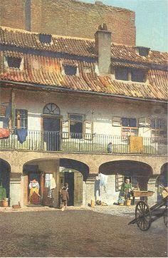 Nádvoří domu v okrsku U Staré školy / The courtyard house in the district for Old School