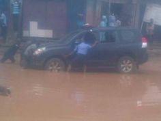 Police Jeep Trapped At Ariaria Market In Aba - Politics - Nigeria