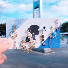 Ear Jewelry, Cute Jewelry, Bridal Jewelry, Jewelery, Kawaii Accessories, Jewelry Accessories, Fashion Accessories, Bar Stud Earrings, Unique Earrings