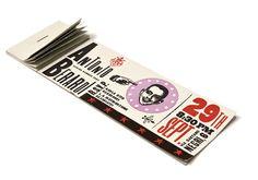Ancora un'evocazione del passato per la moda di Antonio Berardi. Un blocchetto di biglietti per uno spettacolo di illusionismo e magia. Per la primavera-estate 2003 la sospensione dalla realtà è aumentata dal senso di urgenza misteriosa: è rimasto un solo ingresso disponibile...